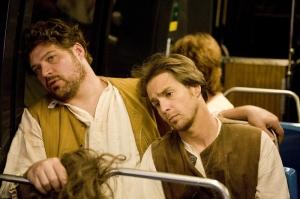 Brad William Henke e Sam Rockwell, stanchi dopo il lavoro.